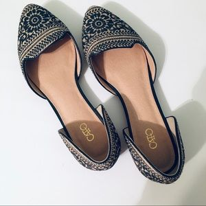 Flats in navy and tan in size 9 - SH16